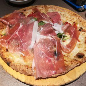 江坂にあるジラソーレ リッコで激ウマのピザを堪能