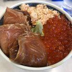 ウトロ漁協婦人部食堂で三種丼とほっけ定食を食べてみた