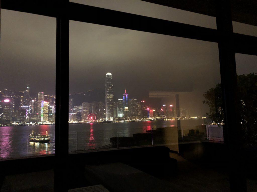 インターコンチネンタル香港の室内からの夜景
