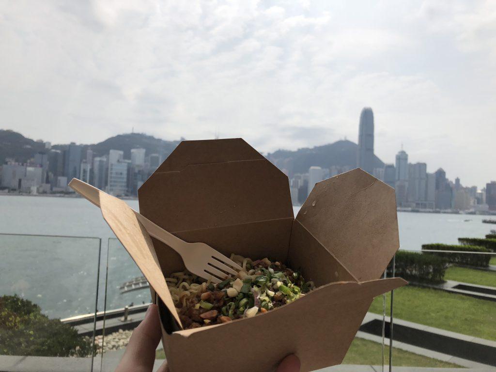 インターコンチネンタル香港のバルコニーで昼食