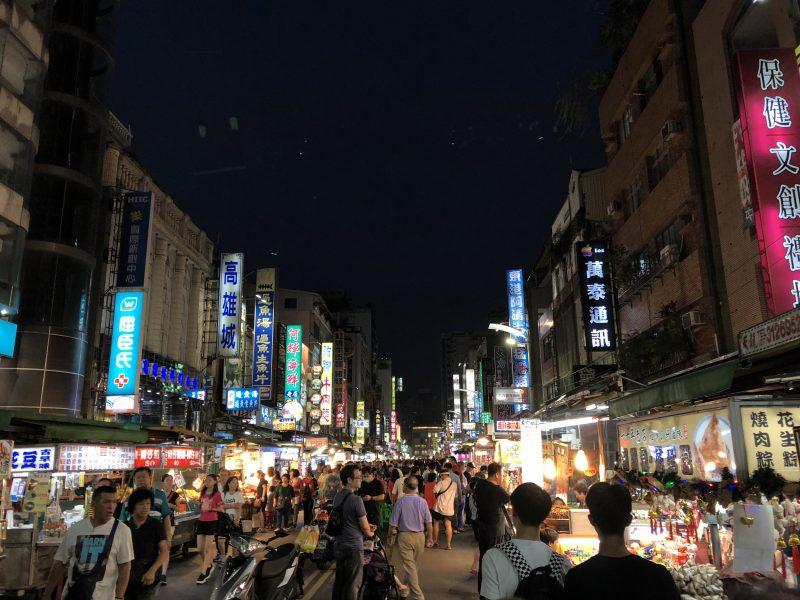 高雄旅行記6日間の5~6日目の六合夜市の賑わい