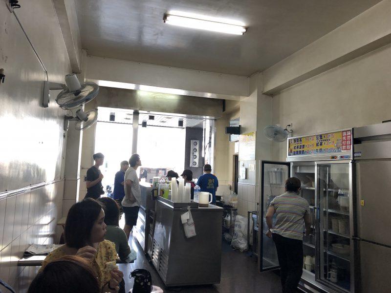 高雄旅行記6日間の5~6日目【2019年5月】の大ㄎㄡ胖碳烤三明治の店内