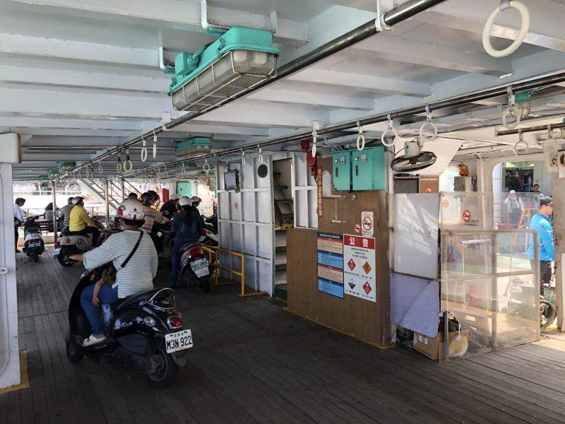 高雄旅行記6日間の5~6日目の旗津へのフェリーの船内
