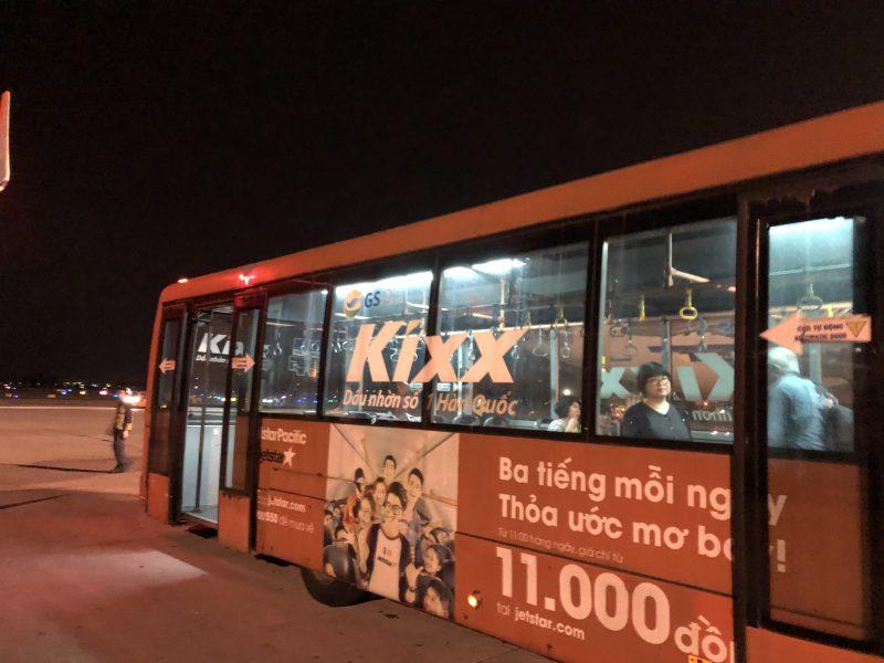 ベトナムのハノイ旅行記4日間の1〜2日目【2019年6月】ノイバイ国際空港にてバスに乗る