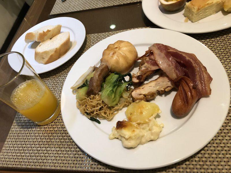 ゴールデンサンスイーツホテル(Golden Sun Suites Hotel)の朝食