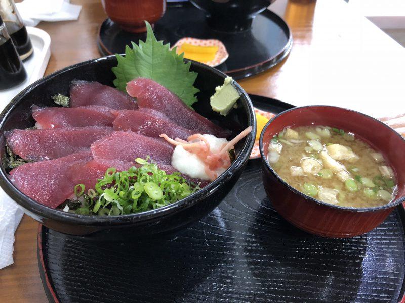 山本鮮魚店のカツオ丼