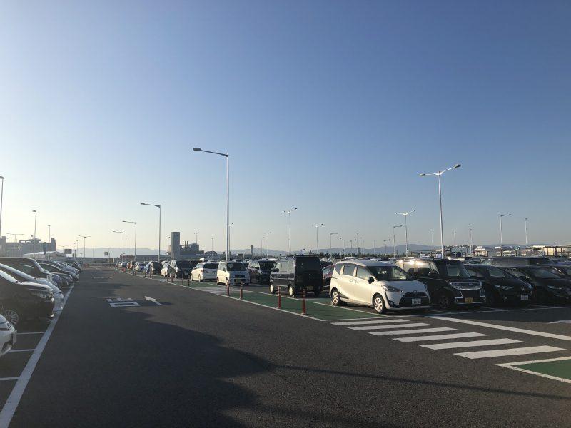 関西国際空港の第二ターミナルの駐車場
